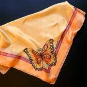 barackszinu-selyemkendo-pillangoval-1