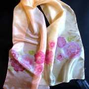 vilagos-selyemsal-pink-viragokkal